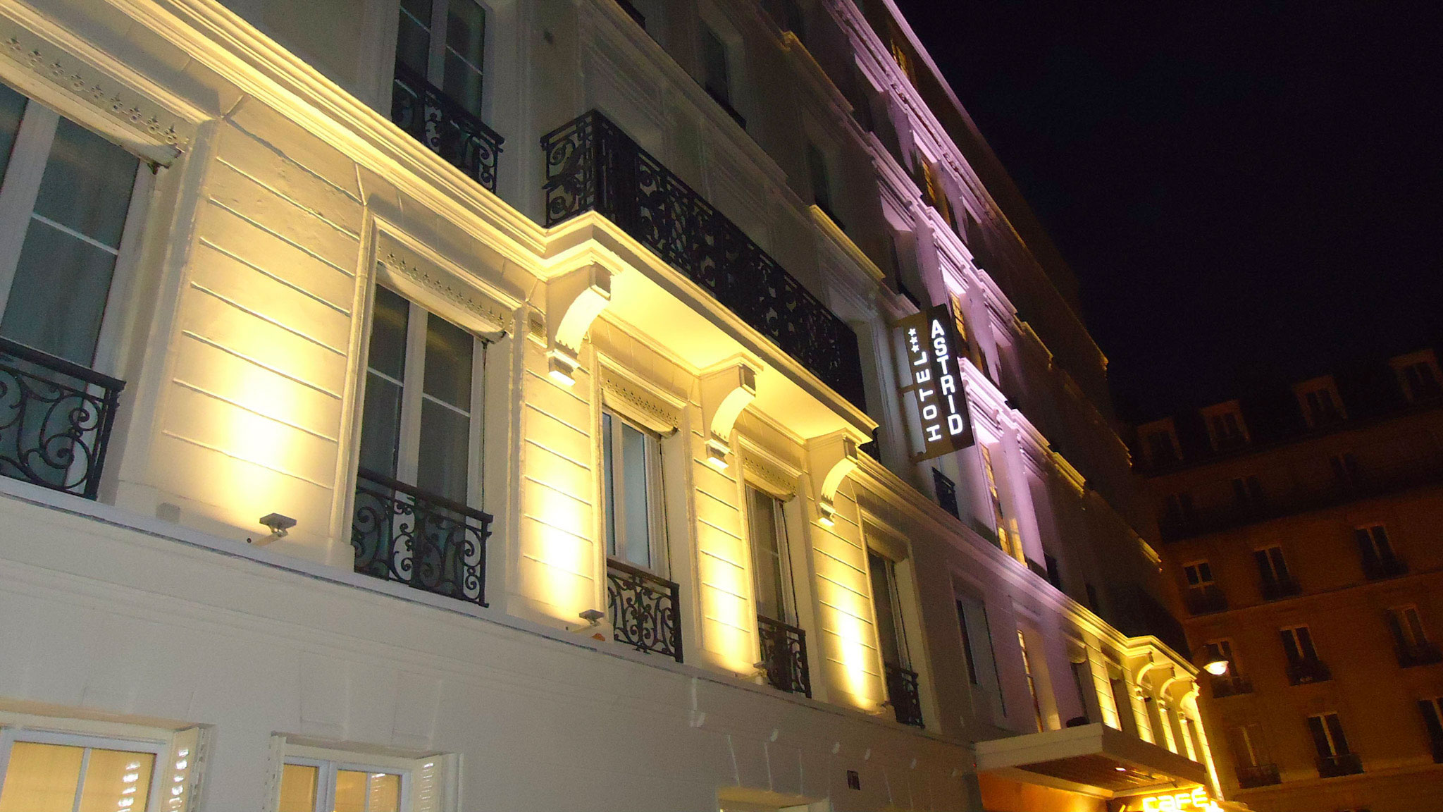 hotel in paris with balcony